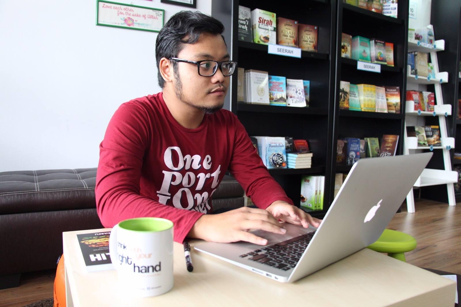 Bagaimana Penulis Ini Menerbitkan Buku daripada Wattpad